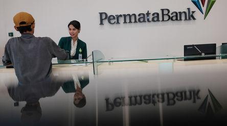 Suasana pelayanan nasabah disalah satu kantor cabang milik Bank Permata, di Jakarta. Foto; Ismail Po...