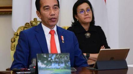 Presiden Joko Widodo dan Menteri Keuangan Sri Mulyani Indrawati. / Facebook @smindrawati\n