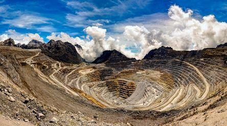 Area tambang terbuka atau open pit Grasberg di Timika, Papua, milik PT Freeport Indonesia. / Foto: P...