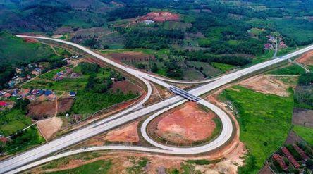 Hutama Karya mendapatkan penugasan berdasarkan Perpres Nomor 117 Tahun 2015 untuk membangun jalan To...
