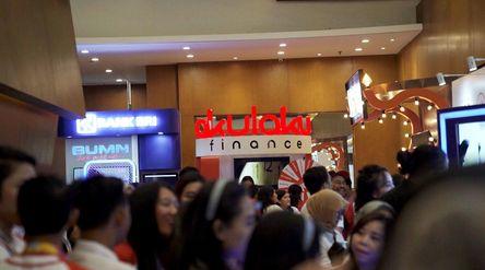 Suasana di salah satu Stan Akulaku Finance Indonesia. / Dok. Akulaku\n