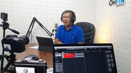 Fendi Susiyanto  host di program Podcast OmFin Channel (Omongan Investasi dan Financial) /dok TrenAs...