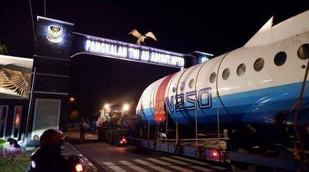 Pesawat N250 Gatotkaca karya BJ Habibie tengah dipindahkan ke Muspusdirla Yogyakarta, Jumat, 21 Agus...