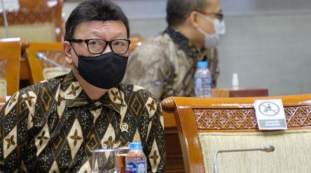 Menteri Pendayagunaan Aparatur Negara dan Reformasi Biroksi (Menpan RB), Tjahjo Kumolo pada Rapat Ke...