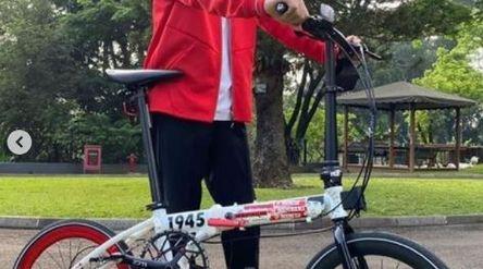 Tangkapan layar Presiden Joko Widodo mengunggah foto sebuah sepeda Kreuz buatan Indonesia. / Instagr...