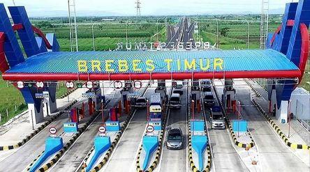 Proyek exit tol Brebes Timur yang dibangun oleh PT Waskita Karya Toll Road, anak usaha PT Waskita Ka...