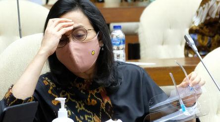 Menteri Keuangan, Sri Mulyani saat hadir pada Rapat Kerja dengan Komisi XI DPR di komplek Parlemen, ...