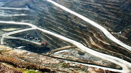 Tambang batu bara PT Arutmin Indonesia, anak usaha PT Bumi Resources Tbk / Bumiresources.com\n