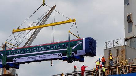 Ekspor kereta api buatan BUMN PT Industri Kereta Api (Persero) atau INKA ke Bangladesh / Dok. Indone...