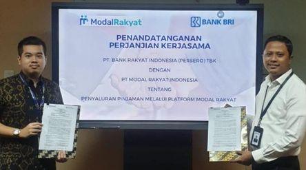 Co-Founder Fintech P2P Lending Modal Rakyat Stanislaus MC Tandelilin dan Assistant Vice President BR...