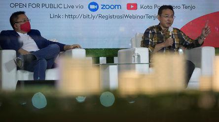 Assistant Vice President Kota Podomoro, Zaldy Wihardja (kanan), dan President Director ERA Indonesia...