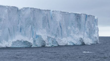 Iceberg A68a/world.expeditions.com\n