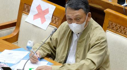 Menteri Energi dan Sumber Daya Mineral, Arifin Tasrif mengikuti rapat kerja dengan komisi VII DPR di...