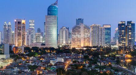 Wisma BNI 46 menjadi simbol gedung-gedung pencakar langit di Jakarta / Shutterstock\n