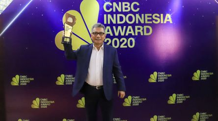 Direktur Utama PT Bank Rakyat Indonesia (Persero) Tbk Sunarso kembali meraih penghargaan sebagai The...