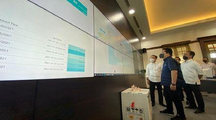 Menteri BUMN Erick Thohir saat mengunjungi tempat penyimpanan vaksin di pabrik Bio Farma / Dok. Keme...