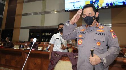 Calon Kapolri Komjen Pol Listyo Sigit Prabowo bersiap mengikuti Uji Kelayakan dan Kepatutan Calon Ka...