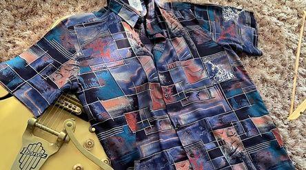 Contoh pakaian yang dijual di Giant Hope / Instagram: @gianthope\n