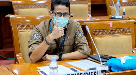 Menteri Pariwisata dan Ekonomi Kreatif, Sandiaga Uno saat akan mengikuti Rapat Kerja dengan Komisi X...