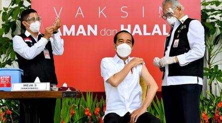 Presiden Joko Widodo menjadi individu pertama yang divaksinasi / Dok. BPMI Setpres\n