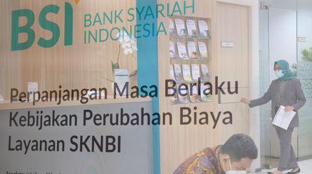 Suasana di kantor cabang Bank Syariah Indonesia (BRIS) Jakarta Hasanudin, Jakarta,Rabu, 17 Februari...