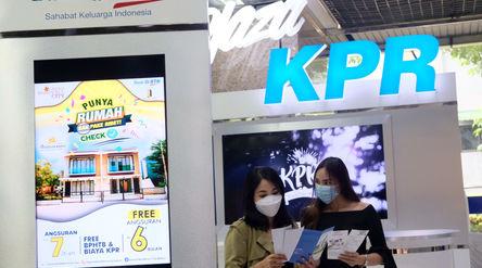 Nasabah mencari informasi mengenai kredit pemilikan rumah (KPR) di kantor pusat Menara BTN, Gajahmad...