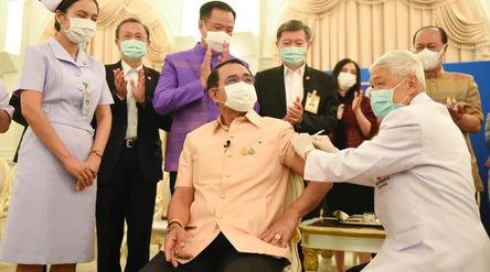 Perdana Menteri Thailand Prayuth Chan-ocha disuntik vaksin Astrazeneca Selasa 16 Maret 2021\n