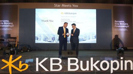 President Director PT Bank KB Bukopin Tbk. Rivan A. Purwantono berbincang dengan Chief Strategic Off...