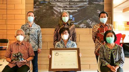 Manajemen PT DCI Indonesia Tbk (DCII) saat seremonial pencatatan perdana saham (IPO) di PT Bursa Efe...