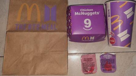McDonald's BTS Meal yang diburu ARMY / Tokopedia\n