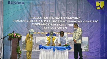 Wakil Presiden Indonesia ke-10 dan ke-12 sekaligus pendiri PT Bukaka Teknik Utama Tbk Jusuf Kalla da...