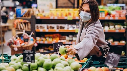 Kasus baru COVID-19 melonjak hingga 8.161, ketahui cara aman berbelanja kebutuhan pokok saat pandemi...