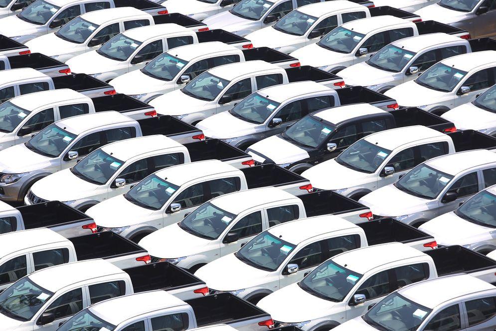 Dua produsen mobil yaitu PT Mitsubishi Motors Krama Yudha Sales Indonesia (MMKSI) dan PT Honda Prospect Motor (HPM) melakukan aksi pemanggilan (recall) untuk keperluan perbaikan pada ribuan unit mobil di pasaran. Foto: Ismail Pohan/TrenAsia\n