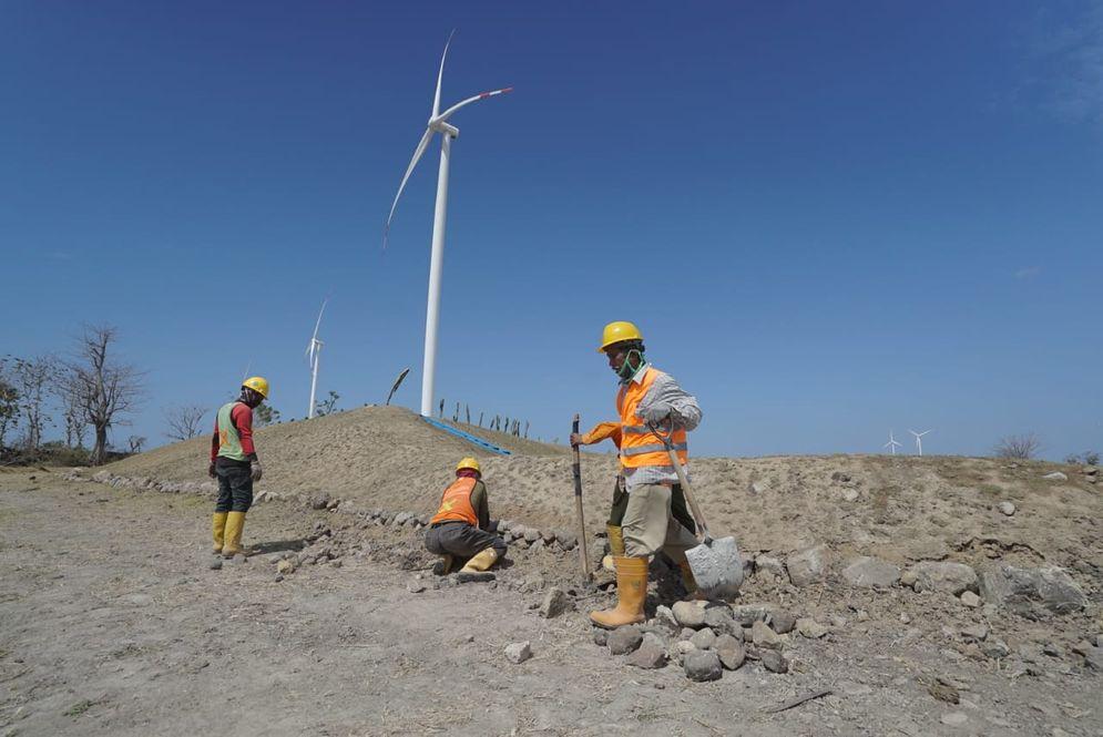 Ilustrasi pembangkit listrik tenaga angin sebagai sumber energi baru terbarukan. / Esdm.go.id\n