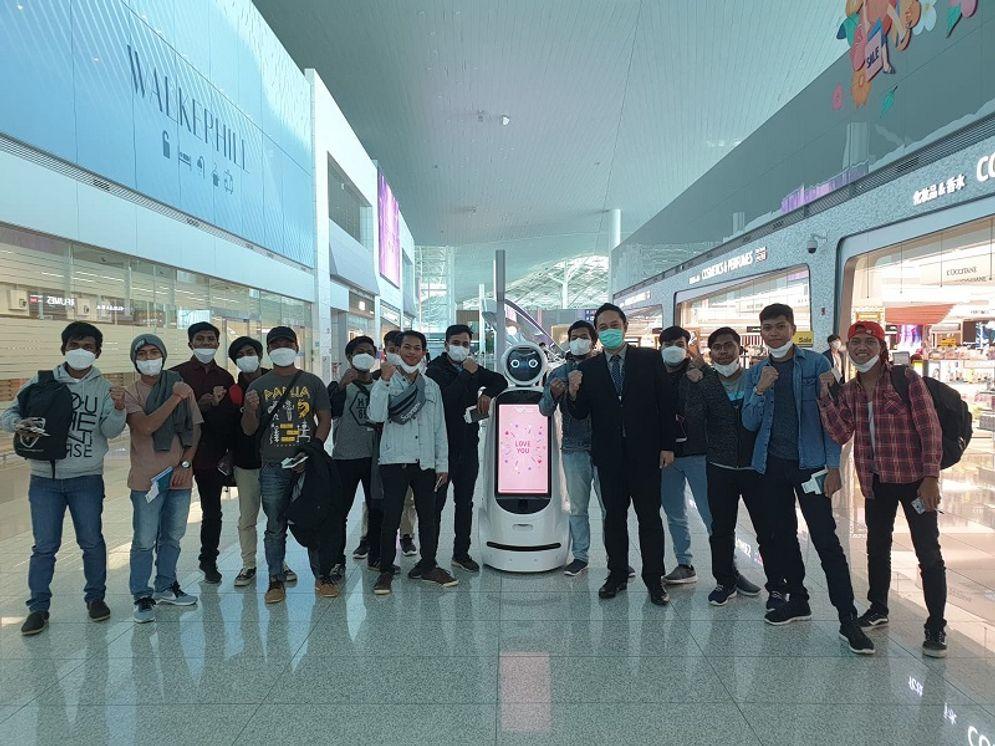 14 ABK WNI tiba di Indonesia pada Jumat, 8 Mei 2020. / Twitter @IdEmbassy_Seoul\n