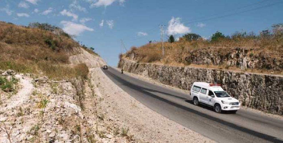 Jalan perbatasan Nusa Tenggaran Timur (NTT) dengan Timor Leste atau dikenal dengan ruas sabuk merah. / Dok. Kementerian PUPR\n