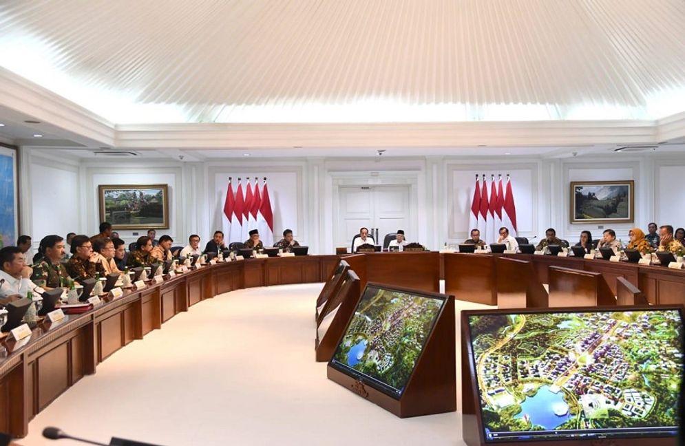 Rapat pemindahan ibu kota baru ke Kalimantan Timur. / Setneg.go.id\n