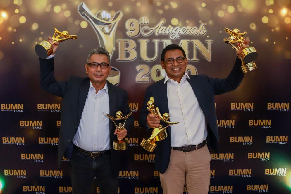 Sunarso Dapat Predikat CEO Visioner\nJAKARTA – Direktur Utama PT Bank Rakyat Indonesia (Persero) Tbk. atau BRI Sunarso memperoleh predikat sebagai CEO Visioner Perusahaan Tbk. terbaik sekaligus CEO Talent Development terbaik dalam ajang 9th Anugerah BUMN 2020. / BRI\n
