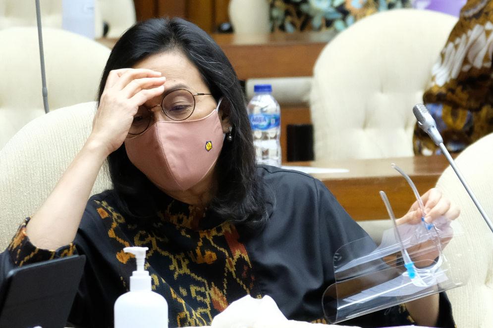 Menteri Keuangan, Sri Mulyani saat hadir pada Rapat Kerja dengan Komisi XI DPR di komplek Parlemen, Senayan, Jakarta, Rabu, 2 September 2020. Raker tersebut membahas asumsi dasar Rancangan Anggaran Pendapatan Belanja Negara (RAPBN) 2021. Foto: Ismail Pohan/TrenAsia\n