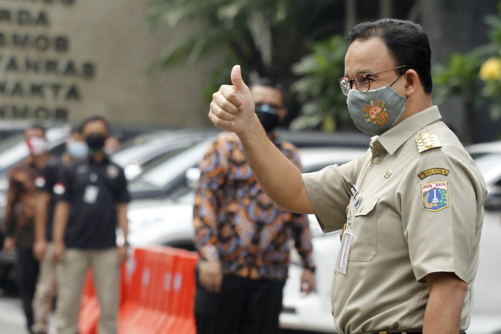 Gubernur DKI Jakarta, Anies Baswedan tiba untuk memenuhi panggilan kepolisian di Mapolda Metro Jaya, Jakarta, Selasa, 17 November 2020. Foto: Ismail Pohan/TrenAsia\n