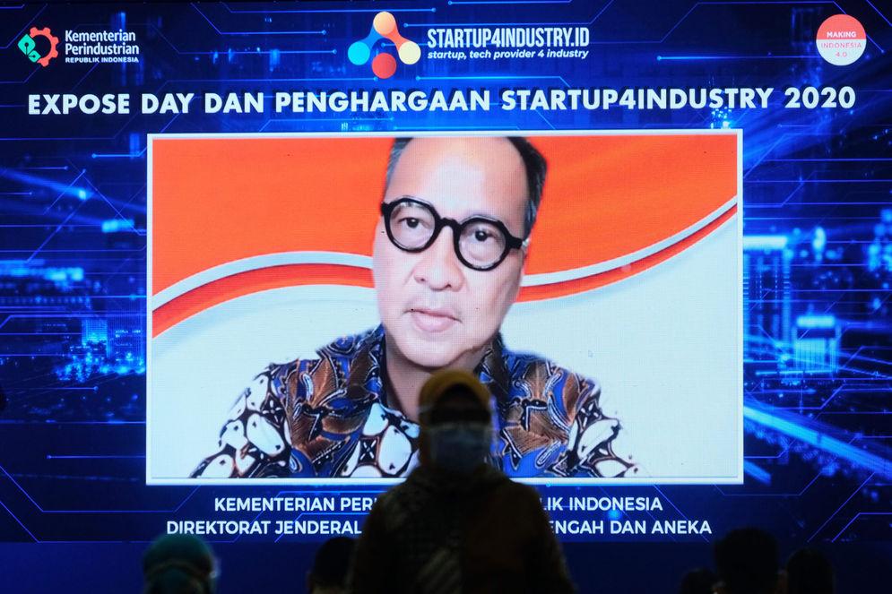Menteri Perindustrian, Agus Gumiwang menyampaikan sambutannya saat hadir secara virtual pada penyerahan hadiah kepada pemenang kompetisi Startup4Industry 2020 disaksikan yang hadir secara virtual, di Jakarta, Selasa, 8 Desember 2020. Foto: Ismail Pohan/TrenAsia\n