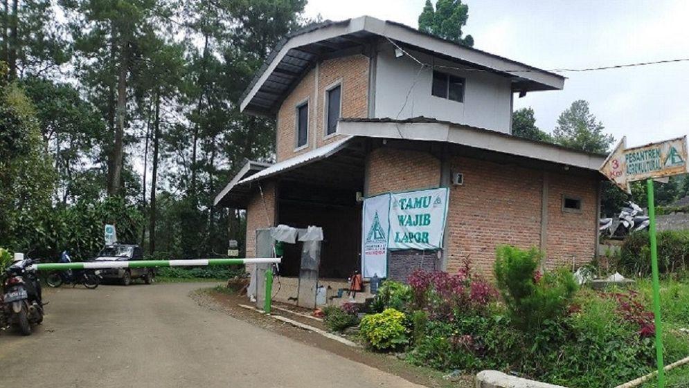 Pondok pesantren milik FPI yang diduga berdiri di lahan PTPN 8 / Istimewa\n