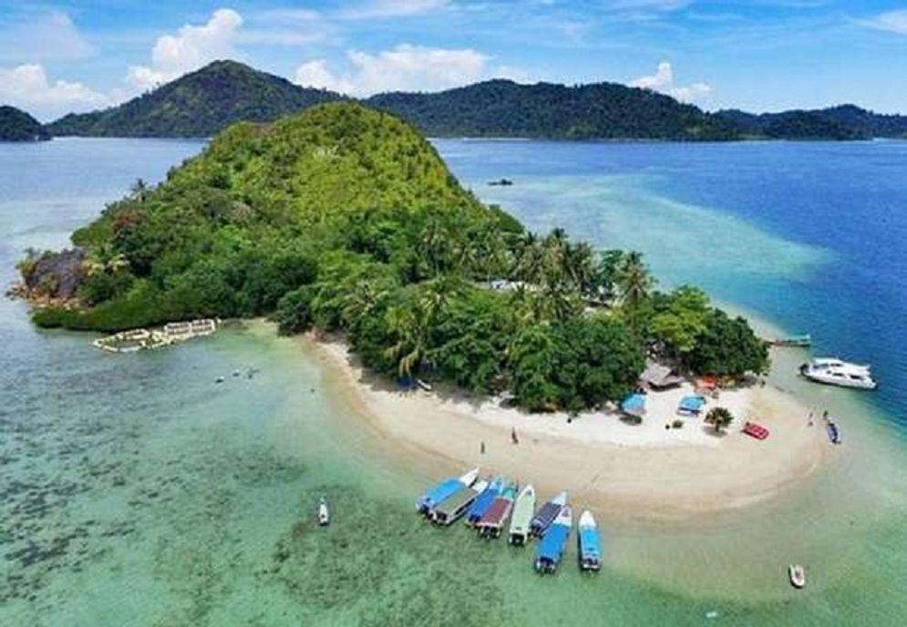 Kawasan wisata Pulau Setan di Mandeh Sumatra Barat / Traveloka.com\n