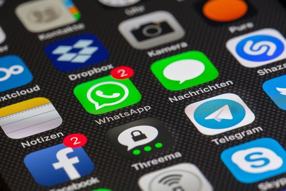 Ilustrasi aplikasi pesan WhatsApp, Facebook, Telegram / Pixabay\n