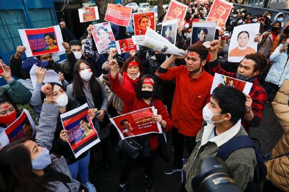Unjuk rasa di Myanmar memprotes kudeta militer / Reuters\n