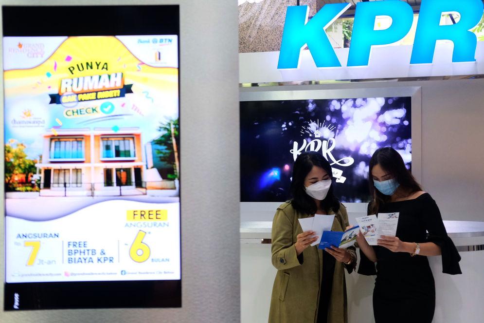 Ilustrasi: Nasabah mencari informasi mengenai kredit pemilikan (KPR) di kantor pusat Menara BTN, Gajahmada, Jakarta, Selasa, 16 Februari 2021. Foto: Ismail Pohan/TrenAsia\n