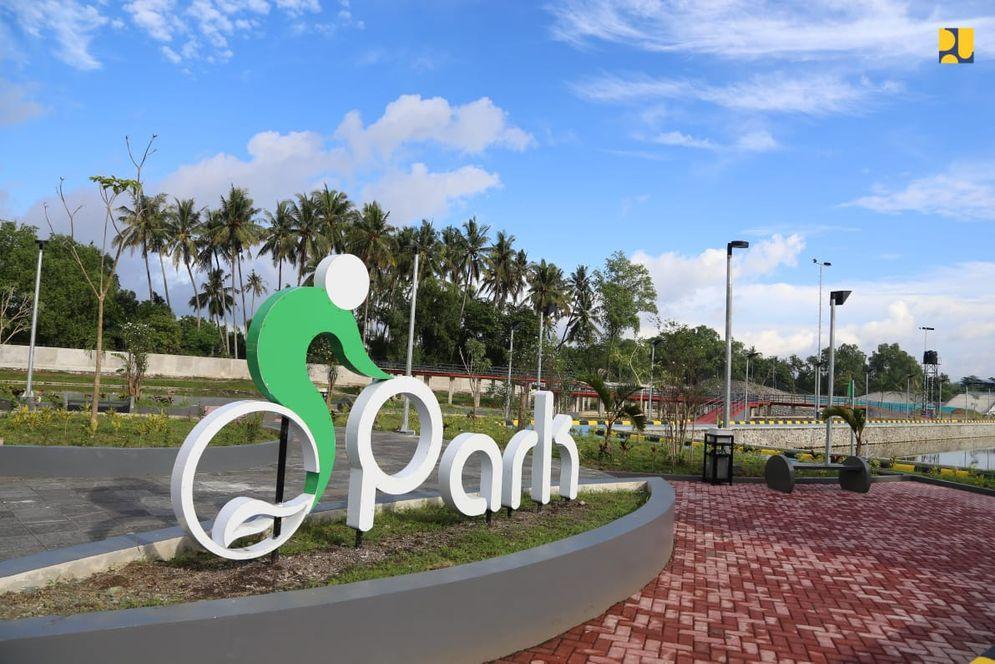 Penataan kawasan Taman Bersepeda yang berada di Desa Meninting, Kecamatan Batulayar ini mulai dikerjakan Kementerian PUPR melalui Ditjen Cipta Karya pada 15 Juli 2020 dan telah selesai pada April 2021.  (Sumber: dokumentasi Kementerian PUPR)\n