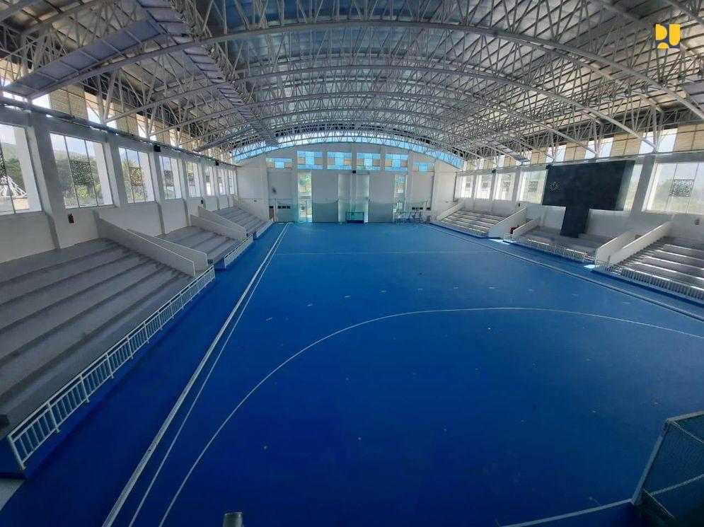 Penampakan lapangan hoki indoor yang diserahterimakan oleh Kementerian PUPR kepada Pemerintah Provinsi Papua. (Foto: Dok. Kementerian PUPR)\n