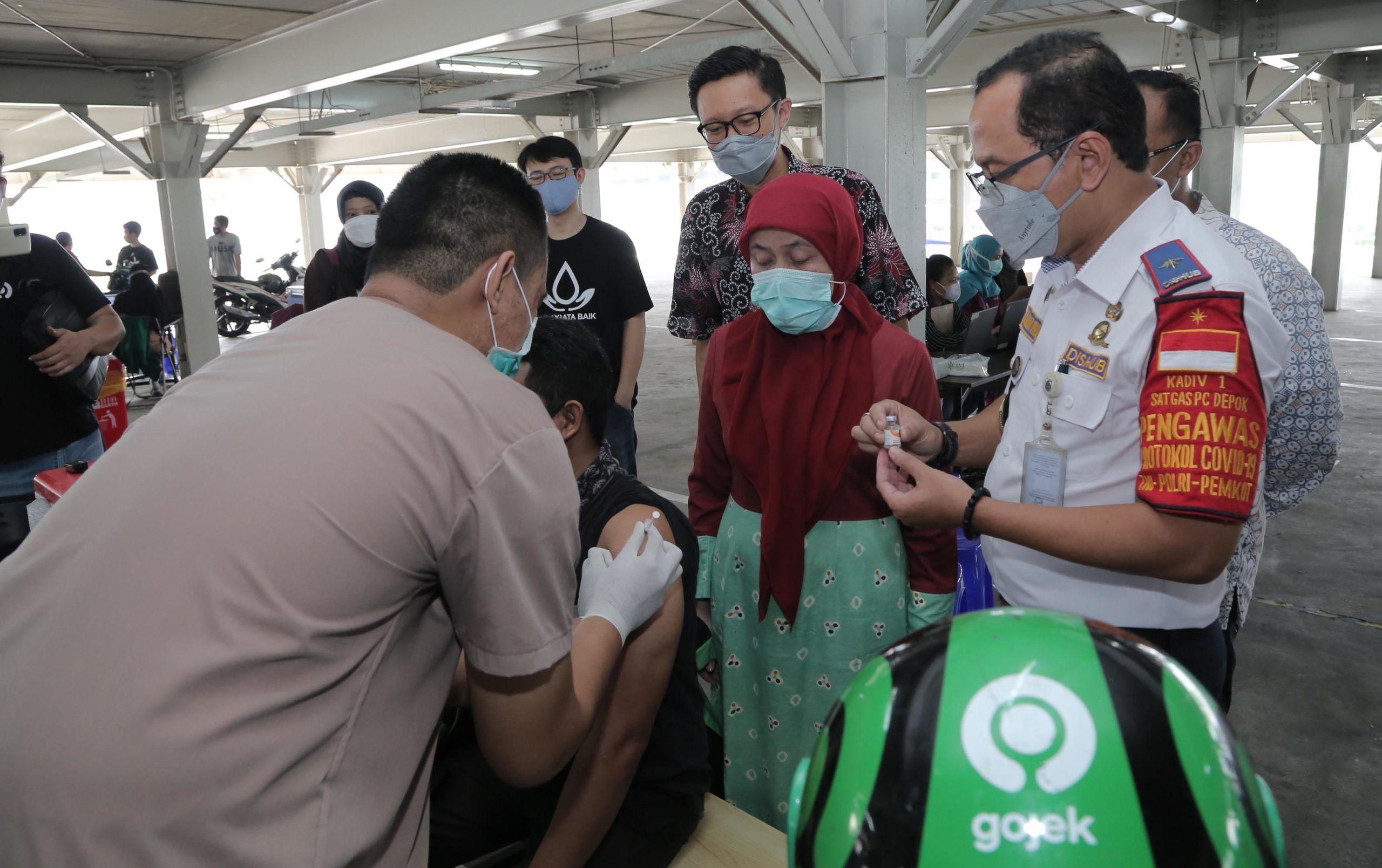 Gojek Dan Pemkot Depok Gelar Vaksinasi Mitra dan Lansia