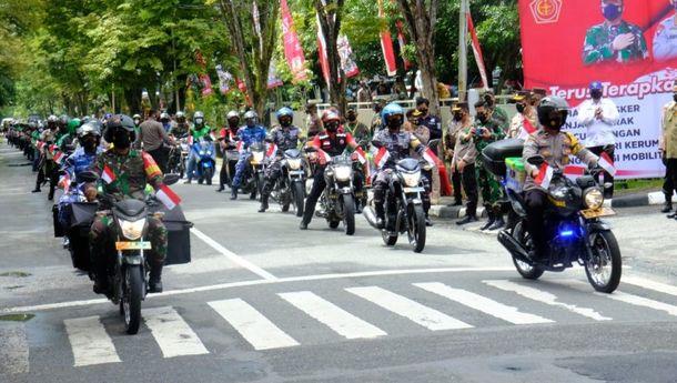 Salurkan Bansos, Kapolri bersama Panglima TNI Ingatkan Warga untuk Laksanakan  Prokes